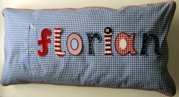 Dieses Namen Kissen ist mein personalisiertes Buben Geschenk bei www.namengeschenk.de