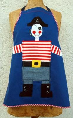 Der Piraten Schurz ist ein Geschenk zu Weihnachten für einen Bub, Frohe Weihnachten bei www.namengeschenk.de