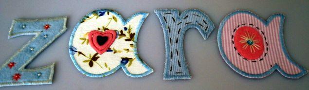 Bügelbare Buchstaben schenken Namen als Baby Geschenk mit Namen vom Baby als Geschenk.