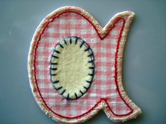 Jeans flicken mit Buchstaben Patches aus Stoff zum Aufbuegeln bei www.namengeschenk.de