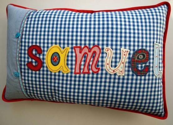 Namen Kissen als Dekoration im Kinderzimmer mit Kinder Namen bei www.namengeschenk.de