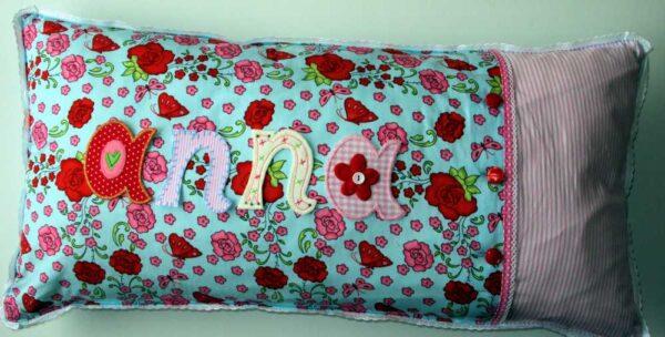 Kinder Namen Kissen sind persönliche Weihnachtsgeschenke für Kinder bei www.namengeschenk.de