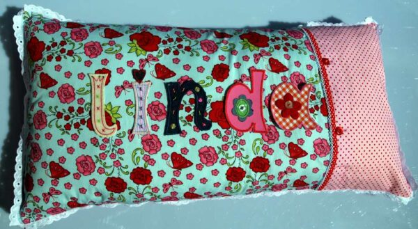 Buy iron-on fabric letters to personalize name cushions at www.namengeschenk.de