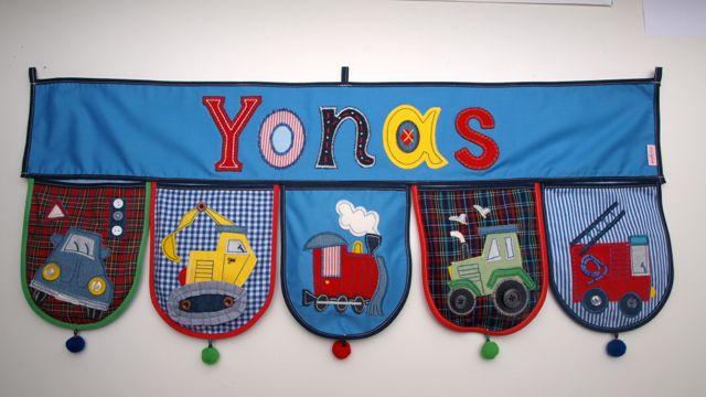 Kinder Namen schenken als Kinderzimmer Dekoration Bett Tür Wand